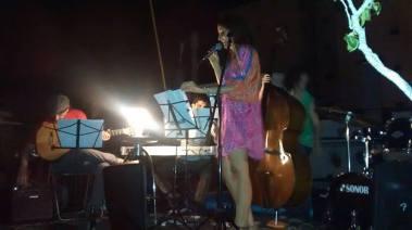 cantando en Chez Praline Enero 2015